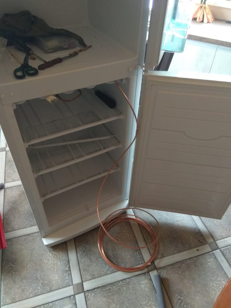 Установка проходного испарителя холодильника